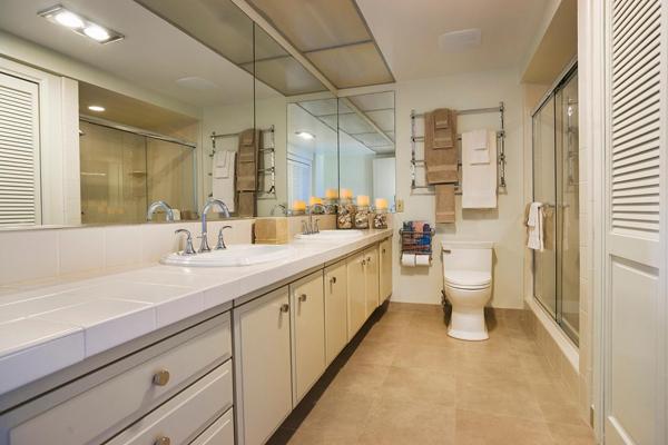 1388 Plaza Pacifica master bathroom