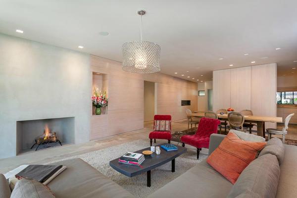 1350 Plaza Pacifica, a Bonnymede condo, living room