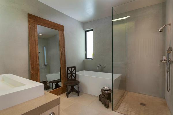 1350 Plaza Pacifica, a Bonnymede condo, master bath