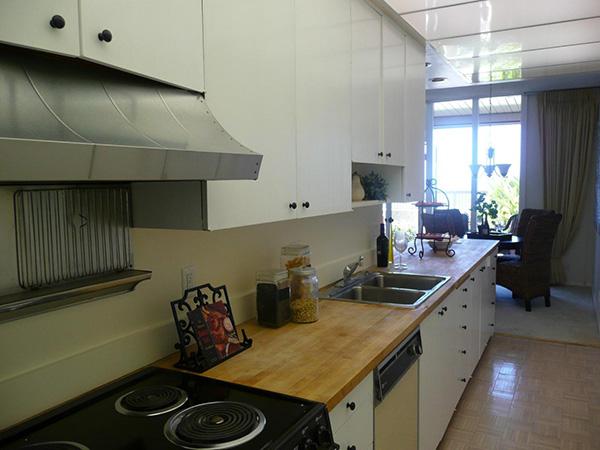 1359 Plaza Pacifica kitchen
