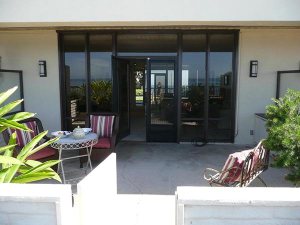 1359 Plaza Pacifica patio