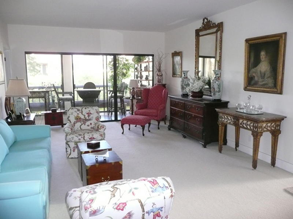 11 Seaview Drive living room