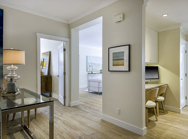 01_39 Seaview Drive Entry Hall