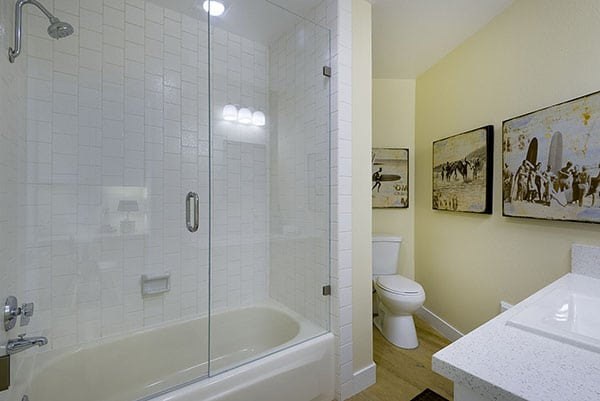 13_39 Seaview Drive Guest Bathroom